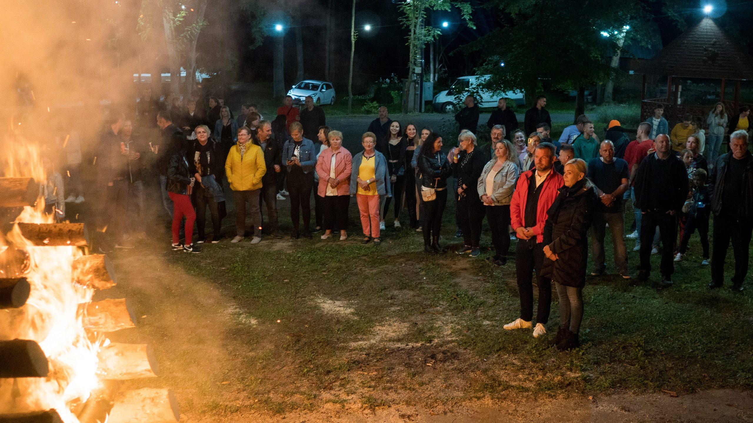 Peter Pellegrini zapálil vatru SNP v Šóšári a navštívil Želovské pivnice